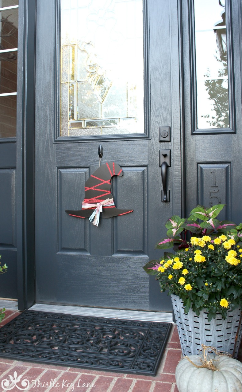 How to create a witch hat door hanger for Halloween. Wicked easy!