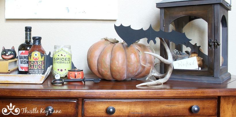Quick decorating ideas for Halloween.